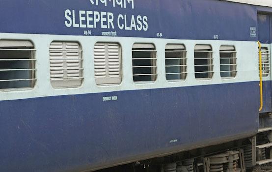 इंडियन रेलवे मेल और एक्सप्रेस ट्रेनों का रंग बदलेगा