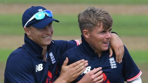 इंग्लैंड ने कुर्रन भाइयों को भारत के खिलाफ टी20 में शामिल किया