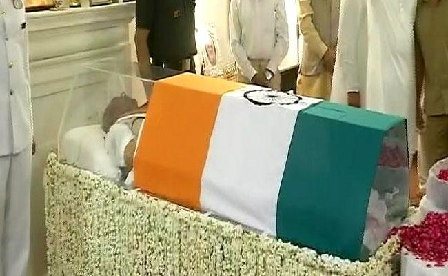 पूर्व प्रधानमंत्री वाजपेयी जी की अंतिम यात्रा, 4 बजे होगा अंतिम संस्कार