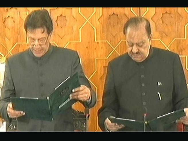क्रिकेटर इमरान खान बने पाकिस्तान के 22वें प्रधानमंत्री