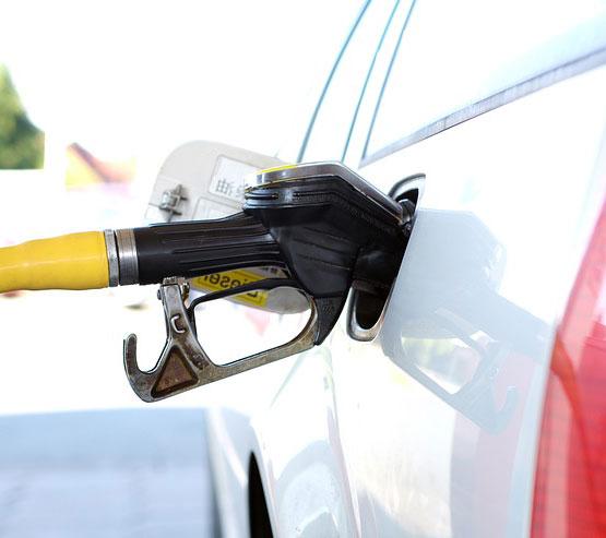 केंद्र सरकार ने पेट्रोल-डीजल ढाई रुपए तक सस्ता किया