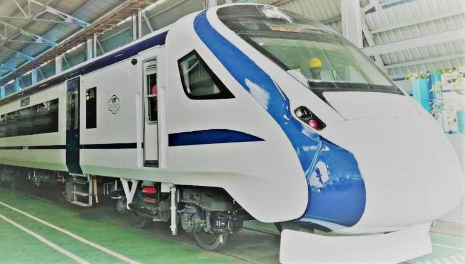 पटरी पर दौड़ी बिना इंजन वाली स्वदेशी ट्रेन-18