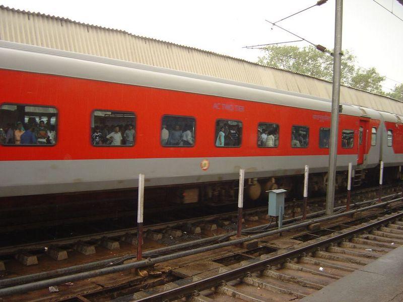 दिल्ली – मुंबई राजधानी एक्सप्रेस का ठहराव ग्वालियर में करने की मांग