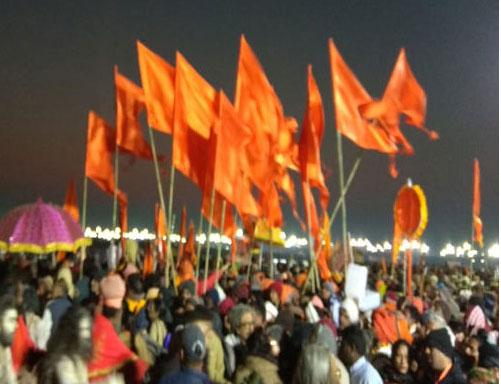 कुंभ 2019: पहले शाही स्नान में लाखों ने लगाई डुबकी
