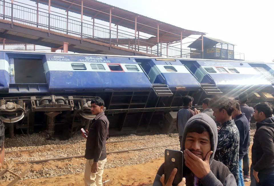 ट्रेन एक्सीडेंट: दयोदय एक्सप्रेस पटरी से उतरी
