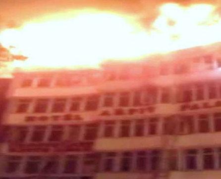 दिल्ली - होटल अर्पित पैलेस में आग से 17 मरे, 2 कूदकर मरे