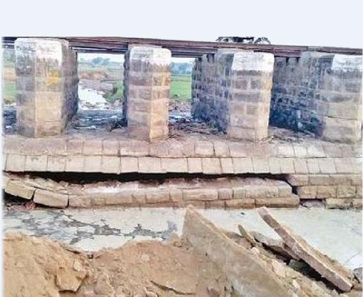 आसन नदी का पुल धंसा नैरोगेज ट्रेन हुई रद्द