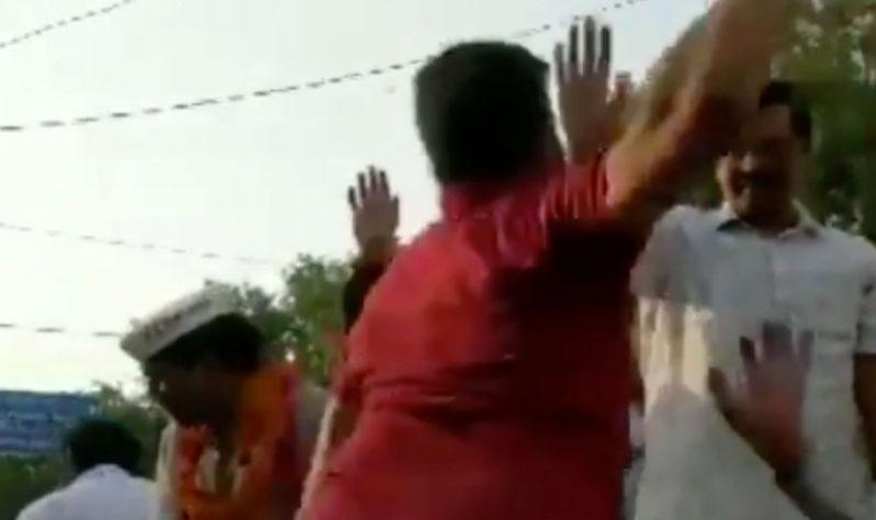 सीएम अरविंद केजरीवाल को युवक ने मारा थप्पड़