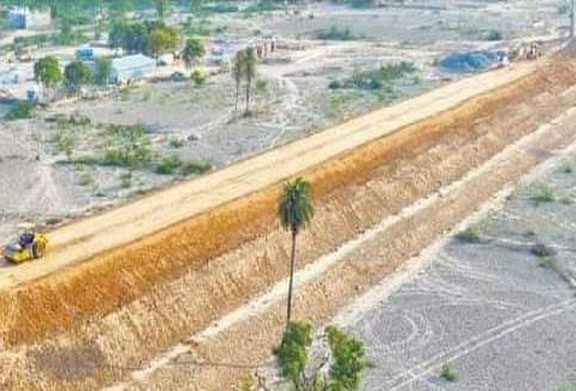 रायरू से सुमावली के बीच बिछने लगी मिट्टी की तीसरी परत