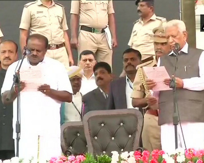 कर्नाटक: कुमारस्वामी ने ली CM पद की शपथ, परमेश्वर बने डिप्टी